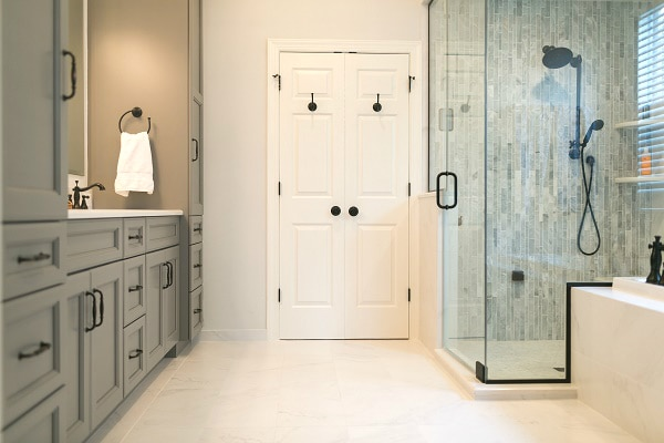Elegant Tradtional Master Bath · Master Bath With Steam Shower ...