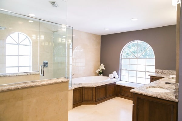 Spacious Traditional Master Bath