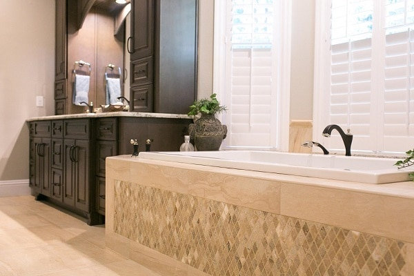 tradtional master bath - Bathroom Design Company